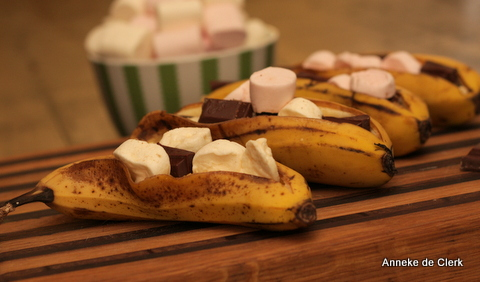 Bananas with Chocolate and Marshmallows
